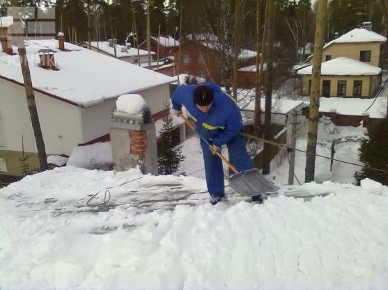 Чистка снега с крыш санкт петербург